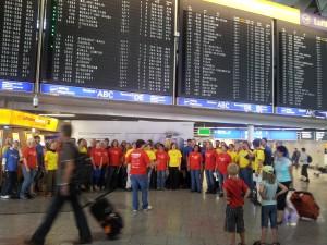 Sponanes Singen am Frankfurter Flughafen mit Cantosumm und Proton